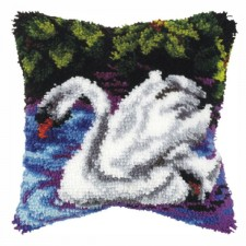 Latch hook cushion Swan