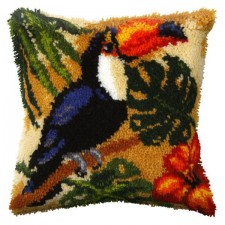 Latch hook cushion Parrots