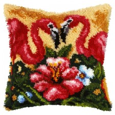 Latch hook cushion Flamingos