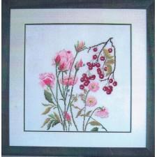 Roze bloemen en bessen