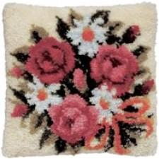 Knoopkussen roze rozen met margrieten