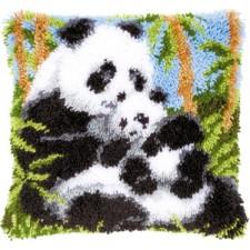 Knoopkussen pandabeer met jong