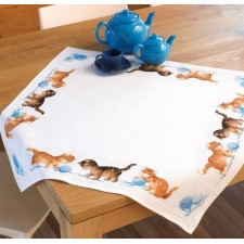 Aida tablecloth kit Playful kittens