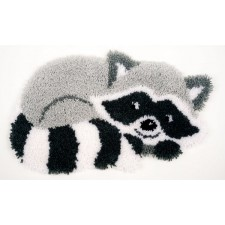 Latch hook shaped rug kit Raccoon