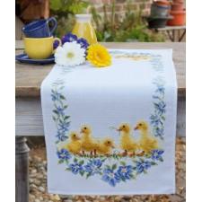 Aida table runner kit Little ducks